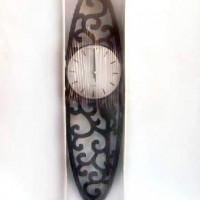 """Часы пластик """"РЕЗНЫЕ"""" настенные, цвет черный 43*73 см.  D  21см , стрелки за стеклом."""