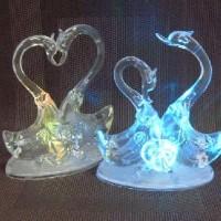 Фигурка декор пластик ЛЕБЕДИ 15cm со светодиод(240)A16