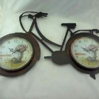 """Часы  """"ВЕЛИК"""" настенные, 2 часов D21см, металл, цвет бронза, размер 73*43см. стрелки за стеклом."""
