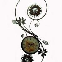 Часы настенные.  металл, размер 92*45 см, D 22см, стрелки за стеклом.